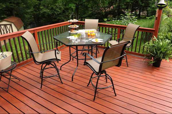 Outdoor-Furniture-With-Wood-Floor-Stain.jpg